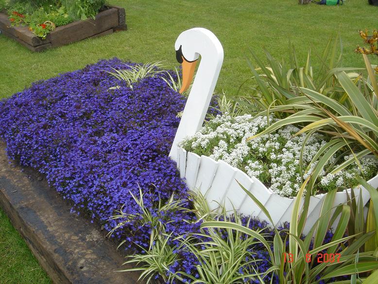 Вазоны для садовых цветов и необычные