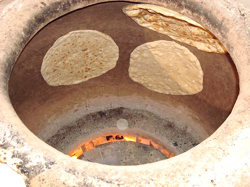 Выпекание хлеба в тандыре.